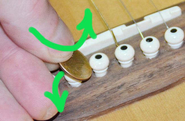 Замена (установка) струн на акустической гитаре.