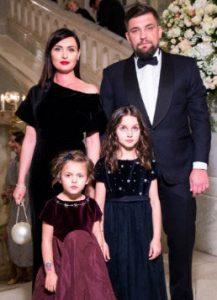 Василий Вакуленко (Баста) со своей семьей - фото